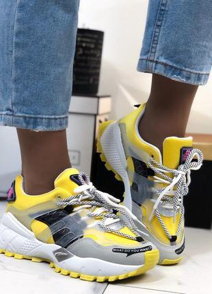 Кроссовки желтые стильные женские