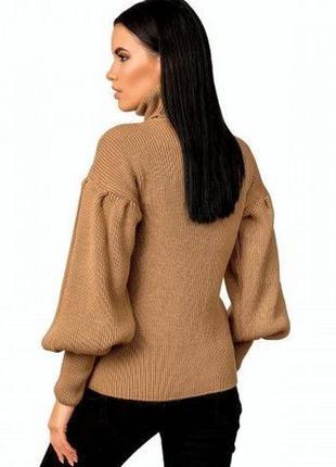 Трендовый свитер карамельного цвета