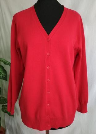 Красный женский пуловер на пуговицах canda c&a.