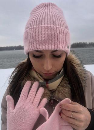 Зимний вязаный пудровый комплект шапка и перчатки новый