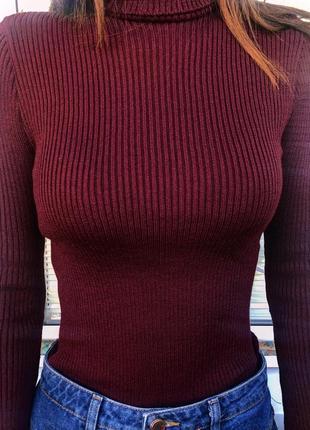 Трендовый актуальный гольф свитер в рубчик лапша бордо новый