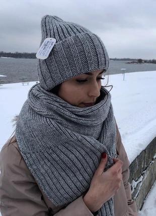 Теплый вязаный набор шапка и шарф на флисе серый с люрексом новый