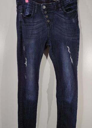 Женские эластичные зауженные джинсы на пуговицах размер 46