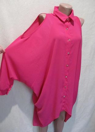 Яркая свободная блуза-туника с открытыми плечами/батал
