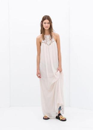 Длинное макси платье с ажуром на спине
