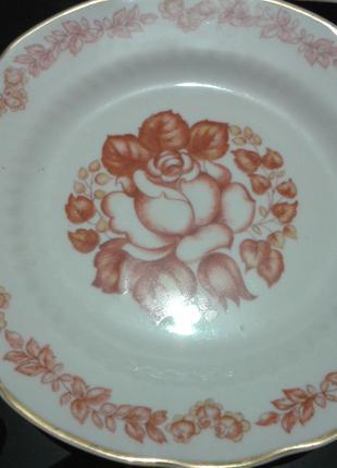 Набор тарелок для десерта.