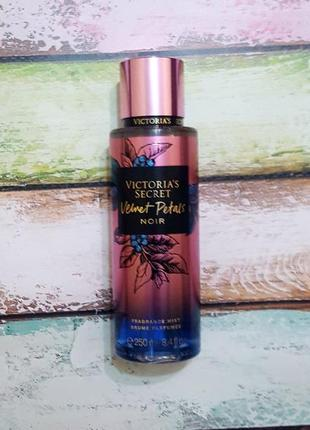 Парфюмированный спрей  для тела velvet petals victoria's secret