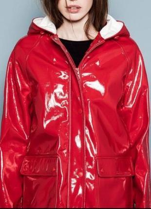 Дождевик красная куртка Pull and bear