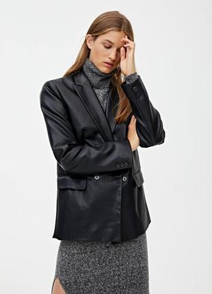 Кожаный пиджак от pull&bear