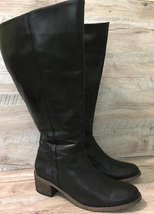 Чёрные демисезонные кожаные высокие сапоги с широким голенищем
