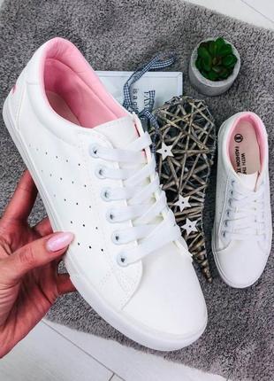 Женские кроссовочки белые с принитом!
