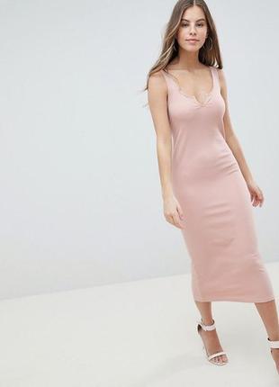 Красивое платье цвета пудры ньюдовый перламутр в рубчик v-обра...