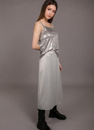 Нарядная атласная юбка длины миди