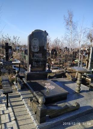 Памятники из гранита цена.памятник на могилу.