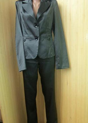 Брючный костюм в полоску с подплечниками