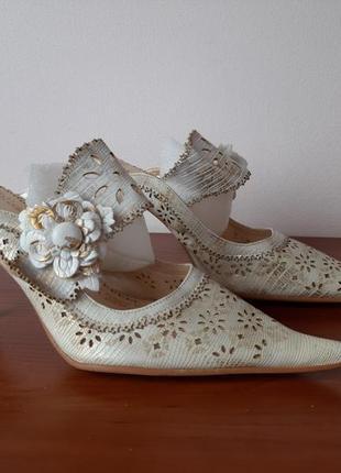 Босоножки туфли женские летние на каблуке белые