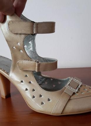 Босоножки туфли женские летние на каблуке бежевые