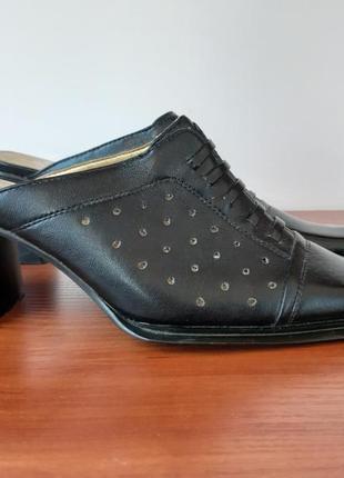 Босоножки женские на каблуке черные