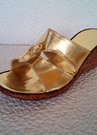 Женские шлепанцы золотые удобные - жіночі шльопанці золоті зручні