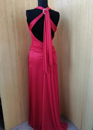 Длинное вечернее платье со шлейфом с открытой спиной