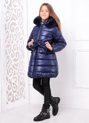 Красивая зимняя темно-синяя детская куртка с поясом с мехом на...