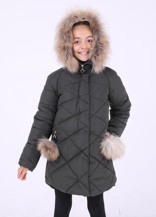 Модная красивая зимняя серая куртка с бубонами на девочку мех ...