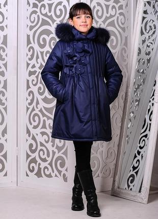 Темно-синяя зимняя куртка на девочку аппликация цветы мех на к...