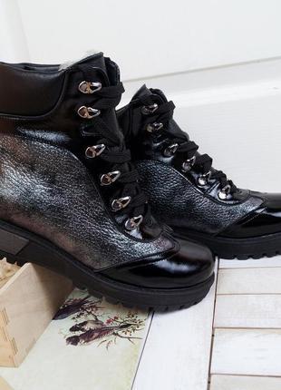 Женские стильные зимние кожаные блестящие ботинки с лаковым но...