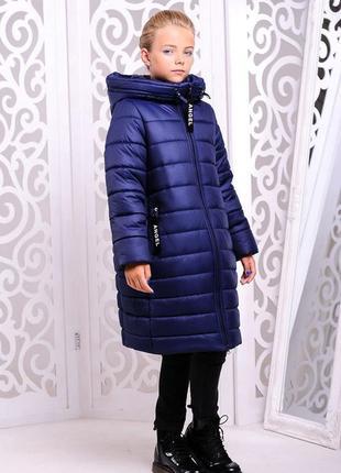 Модная зимняя длинная темно-синяя куртка на девочку надпись на...