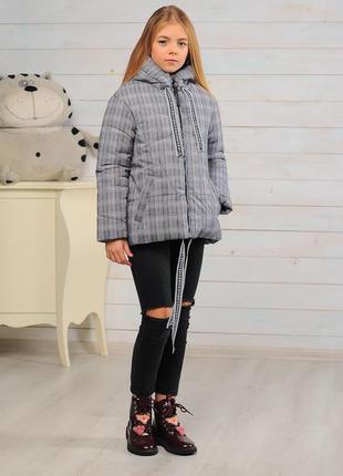 Стильная модная демисезонная осенняя детская куртка в клеточку...