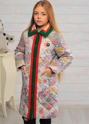 Яркое красивое модное детское осеннее весенне пальто на девочк...