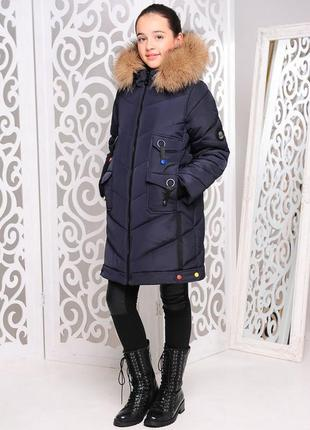 Модная стильная зимняя куртка на девочку темно-синяя декор лен...