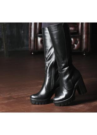 Модные женские кожаные демисезонные сапоги на платформе тракто...