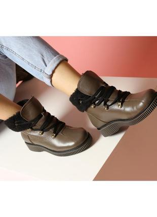 Женские зимние стильные ботинки кожаные с опушкой коричневые н...