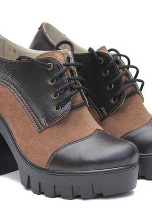 Стильные кожаные,замшевые коричневые туфли  на тракторной плат...