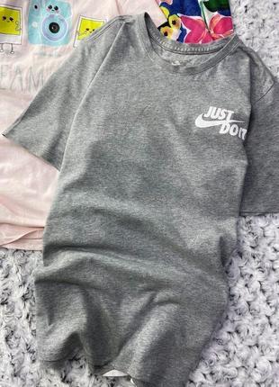 Меланжевая футболка с крупным лого сзади nike