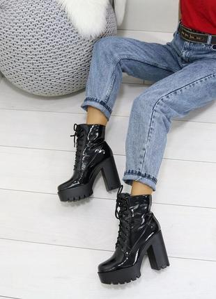 Лаковые ботинки на каблуке и тракторной подошве,чёрные лаковые...