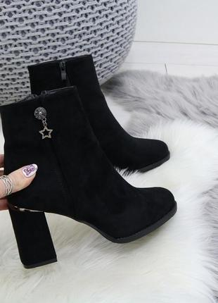 Шикарные замшевые ботинки на каблуке, демисезонные чёрные ботинки