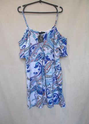 Воздушное платье с открытыми плечами