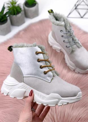 Стильные зимние кроссовки серого цвета