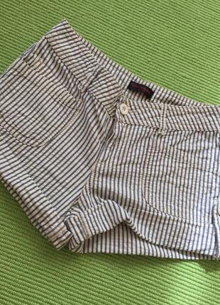 Классные шорты в полосочку