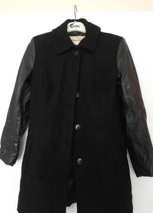 Пальто з кожаними рукавами