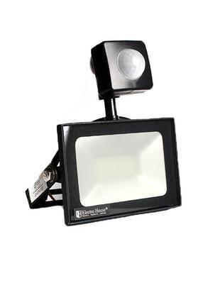 LED прожектор с д. движения 10 Вт 6500К 900 Лм IP65