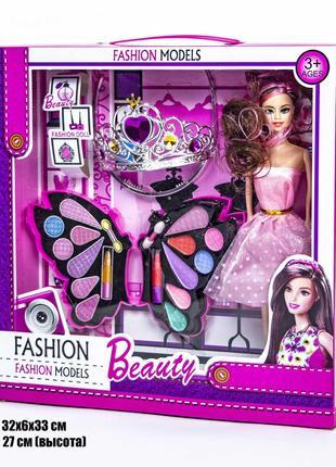 Набор косметики с куклой .