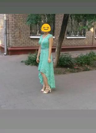 Красивое платье со шлейфом