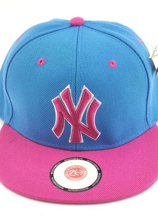 Деткская кепка бейсболка с прямым козырьком снепбек