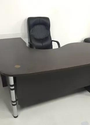 Стол руководителя. Письменный стол.