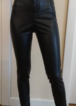 Классные брюки с искусственной кожи с завышенной талией esmara...