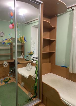 Комплект детской мебели (кровать, шкаф, стол)