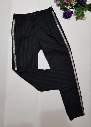 Модные штаны с лампасами